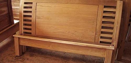 dipan-minimalis-polos-tangga