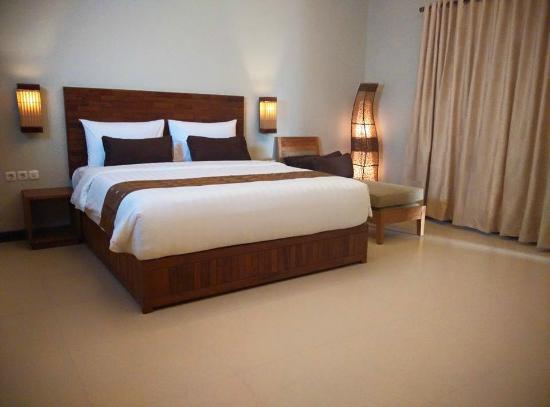 Tempat Tidur Hotel Apartemen Kayu Jati