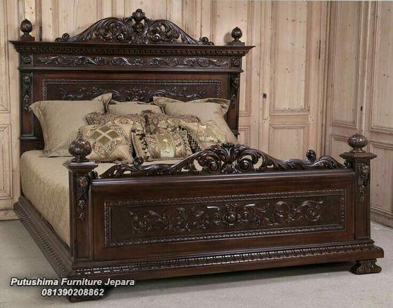 Tempat Tidur Jati Ukiran Klasik