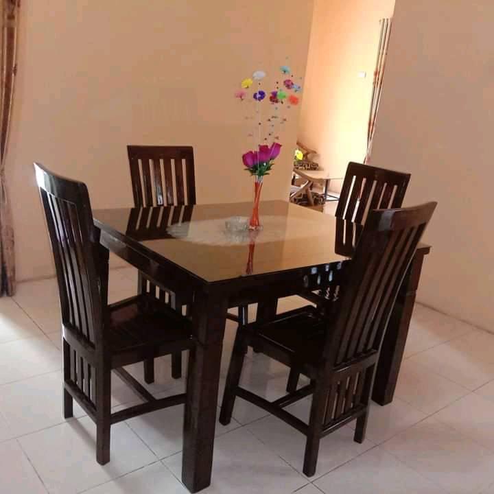Meja Makan 4 Kursi Rumahan